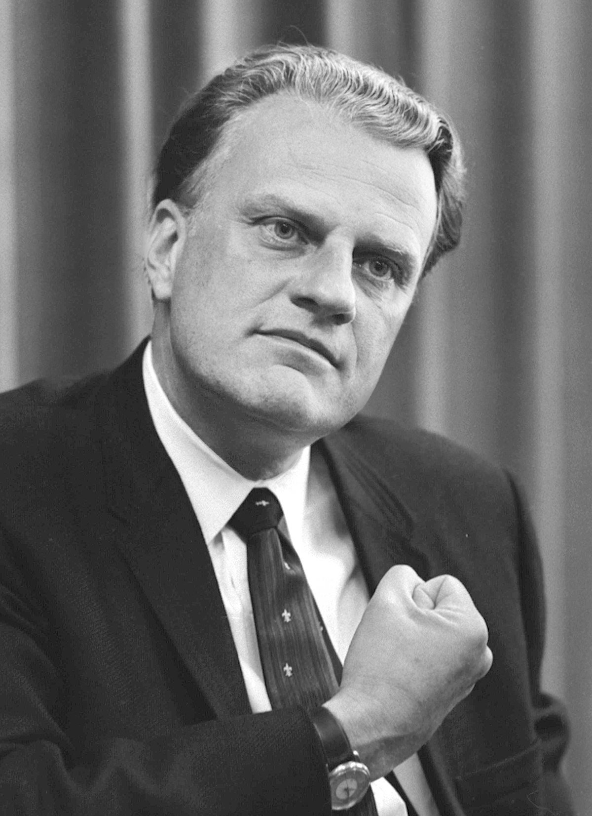 1200px-Billy_Graham_bw_photo,_April_11,_1966