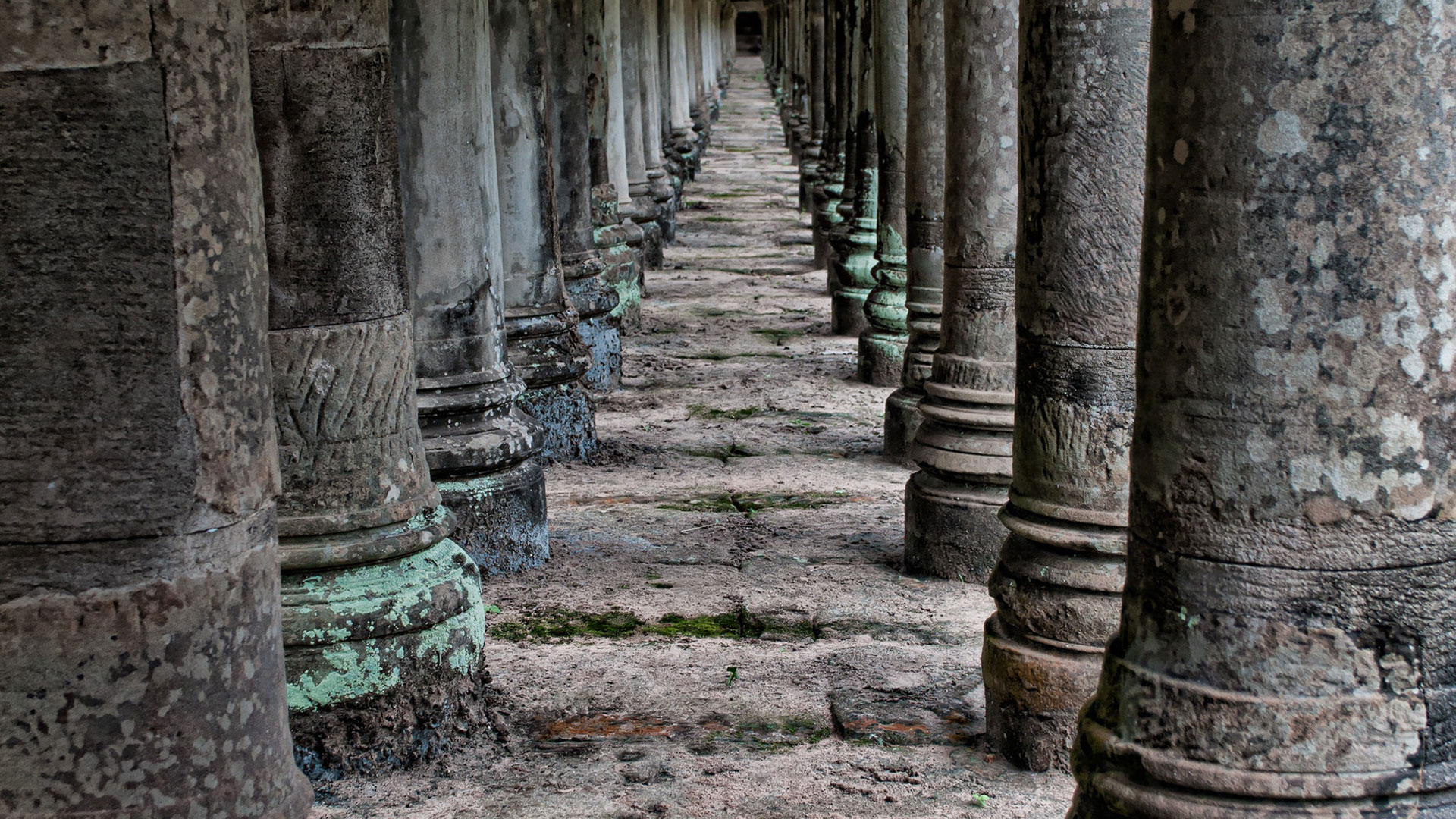 ancient-angkor-wat-antique-1531677-1