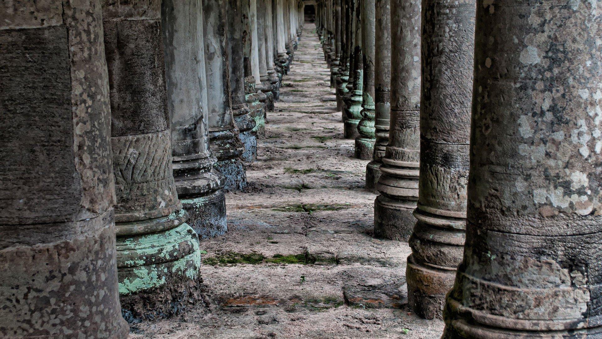ancient-angkor-wat-antique-1531677-1